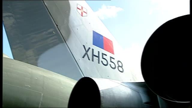 vídeos de stock e filmes b-roll de vulcan bomber plane restoration in jeopardy england hampshire farnborough ext vulcan bomber plane on runway rear view of bomber silhouetted against... - farnborough hampshire