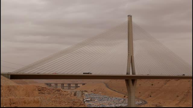 wadi leban bridge, riyadh, saudi arabia. view of traffic flowing onto the cable-stayed bridge designed by structural engineer seshadri srinivasan. - concrete stock videos & royalty-free footage