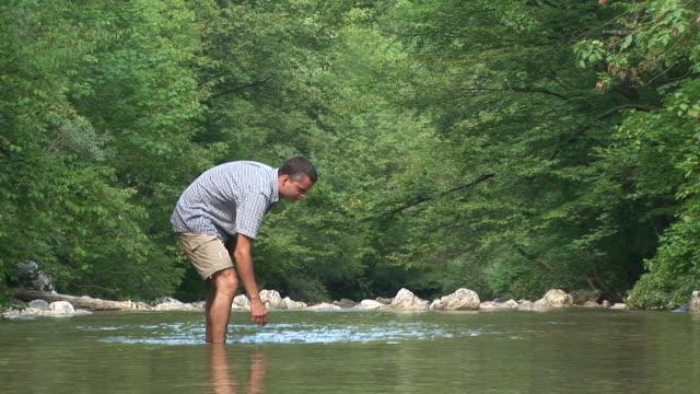 stockvideo's en b-roll-footage met hd: wading up the creek - waden