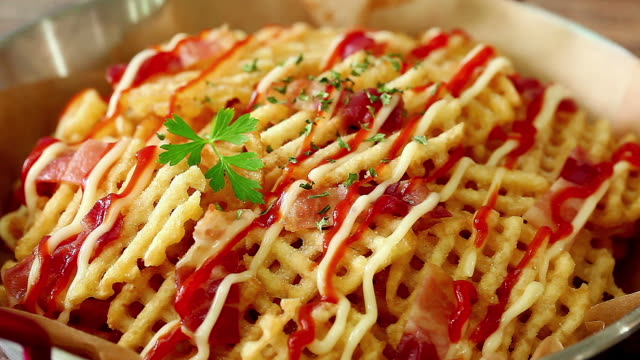stockvideo's en b-roll-footage met waffle fries - huishuidkunde