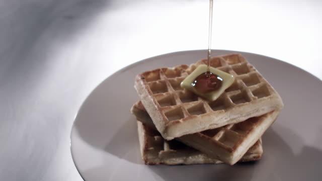 vídeos y material grabado en eventos de stock de waffles with butter - waffles