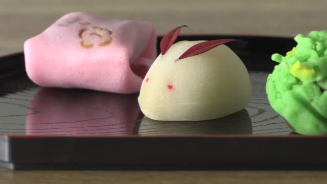 wagashi-traditional sweets of japan - kunst und kunsthandwerk stock-videos und b-roll-filmmaterial