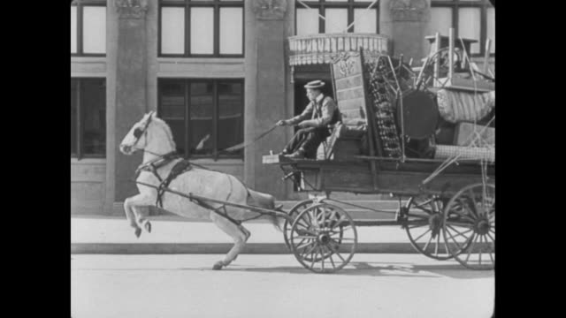 stockvideo's en b-roll-footage met 1922 wagon driver (buster keaton) has trouble getting horse to move forward - paardenkar