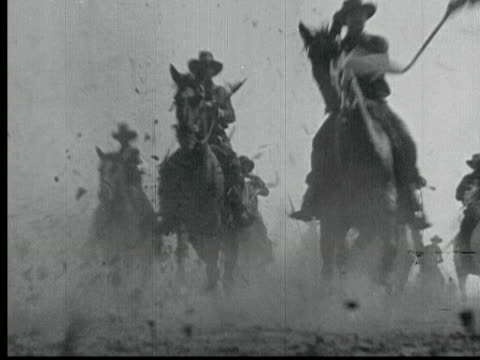 1925 b/w montage ms ws swish pan ha la ts pan wagons and riders racing across plains during land rush in 1889, man riding past wagons / santa clarita, california, usa - wild west stock videos & royalty-free footage