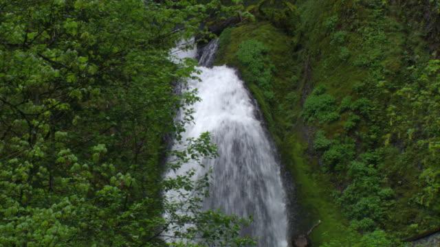 Wahkeena Falls over boulder