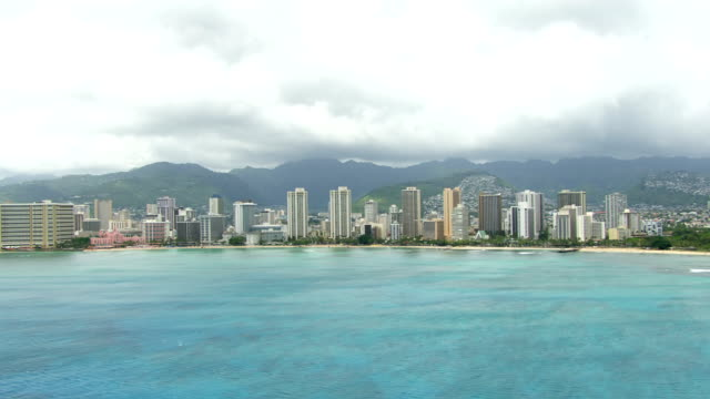 ws aerial waikiki beach, sea in foreground / hawaii, united states - hawaii islands stock videos and b-roll footage