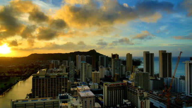 stockvideo's en b-roll-footage met waikiki beach zonsopgang time-lapse - oahu