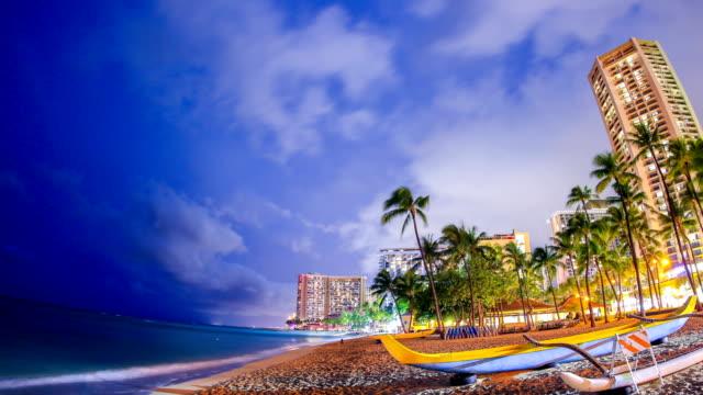 vídeos de stock, filmes e b-roll de praia de waikiki - recife fenômeno natural