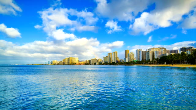 stockvideo's en b-roll-footage met waikiki beach - oahu
