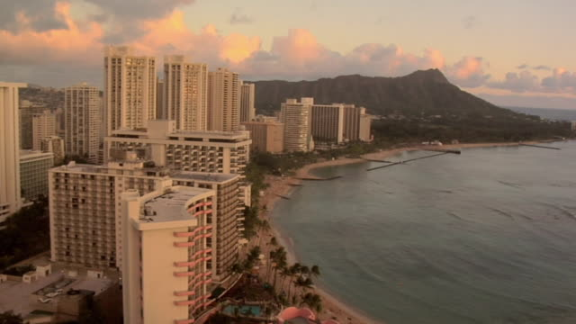 WS HA Waikiki Beach with Diamond Head in background, Honolulu, Hawaii, USA
