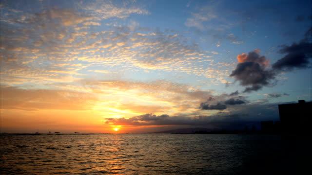 vídeos y material grabado en eventos de stock de waikiki dawn time lapse hd-oahu - isla grande de hawái islas de hawái