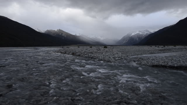 waimakariri river with snowcapped mountains of the southern alps at bealey valley with dramatic clouds, arthur´s pass. - new zealand southern alps stock videos & royalty-free footage