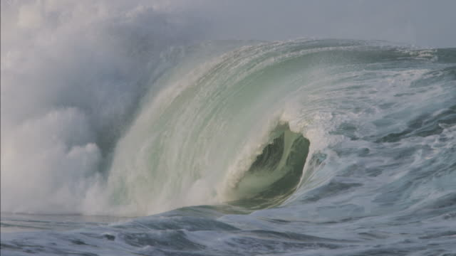waimea shorebreak - tsunami stock videos & royalty-free footage