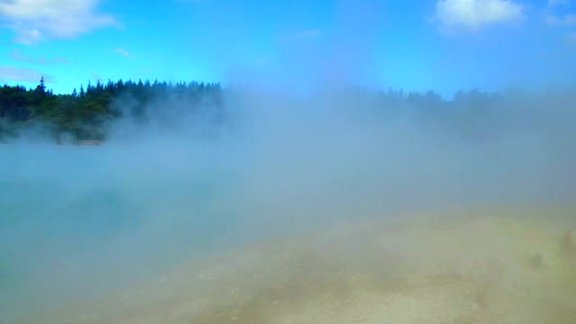 vidéos et rushes de waiotapu thermal park - piscine thermale