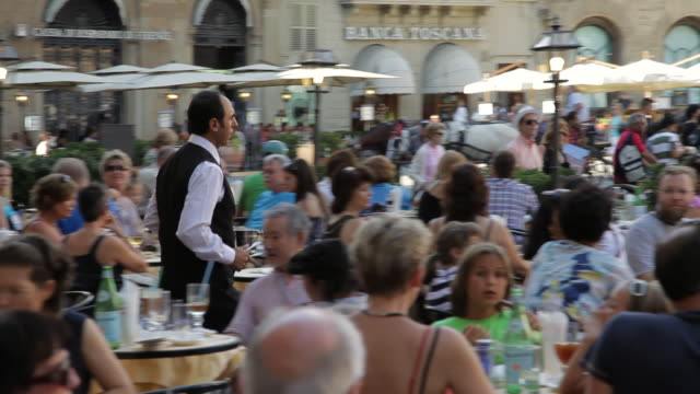 ws pan waiter walking through crowded cafe in piazza della signoria / florence, italy - service stock videos & royalty-free footage