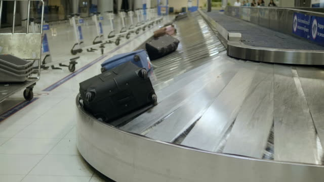 Waiting a luggage