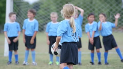 vídeos y material grabado en eventos de stock de esperando el juego de futbol inicio - niñas