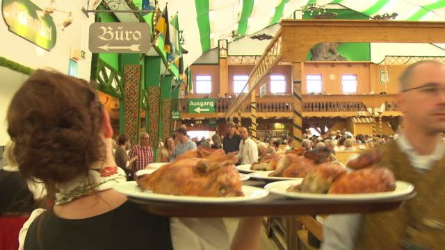waitress carrying food through the tent - バイエルン州点の映像素材/bロール