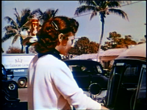 1958 waitress putting tray of food on car windowsill at drive-in restaurant / newsreel - tablett oder küchenblech stock-videos und b-roll-filmmaterial
