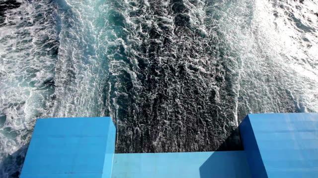 sie von einem schnellen schiff - kiel rumpf stock-videos und b-roll-filmmaterial