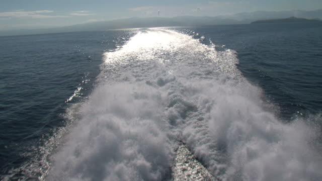 vídeos y material grabado en eventos de stock de disfrute de un buque de fondo - hidroplano