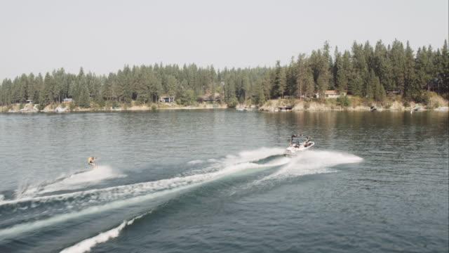 vídeos y material grabado en eventos de stock de antena 4k: wakeboard flip - waterskiing