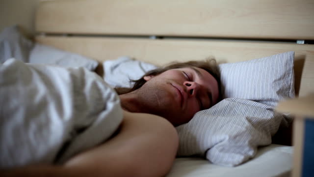 stockvideo's en b-roll-footage met waking up nightmare - als in een droom