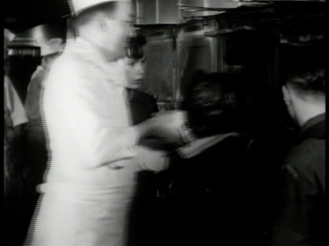 waldorf astoria' building engraving. int boy scouts watching chef load food into oven. scouts watching cooks slicing onions. onions being cut w/... - ウォルドルフ・アストリア点の映像素材/bロール