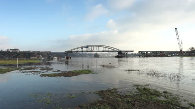 "vídeos de stock, filmes e b-roll de ""ponte waldschlößchenbrücke"" em dresden - rio elbe"
