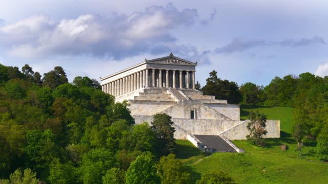 ヴァルハラ記念館とその階段 - ペディメント点の映像素材/bロール