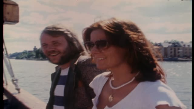 vidéos et rushes de abba walk along dock with ian molly meldrum / boarding boat / various shots of abba on the tall ship agnes stockholm group and individual close ups... - 1976