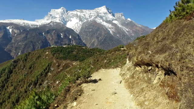 pov walk near namche bazar in the himalayas in nepal - zona pedonale strada transitabile video stock e b–roll