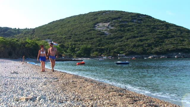 hd :ビーチの散歩 - ツレス点の映像素材/bロール