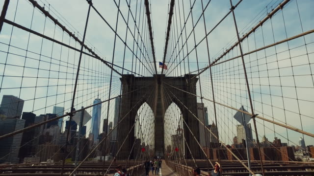 walk on the brooklyn bridge - brooklyn bridge stock videos & royalty-free footage