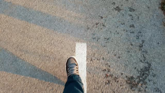 ウォーク・ザ・ライン・ポヴ - ペア点の映像素材/bロール