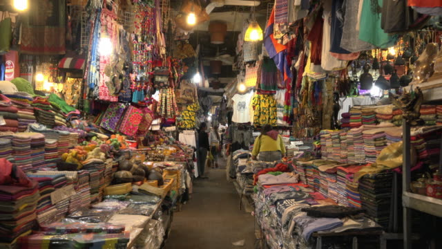 pov / a walk through a bazaar in old market in downtown siem reap - reportage stock videos & royalty-free footage