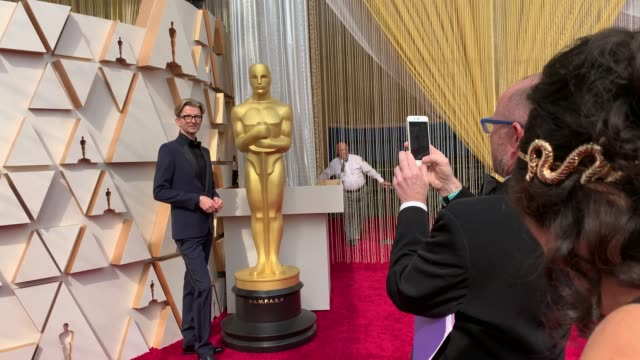 walk through the oscars 2020 red carpet at the 92nd annual academy awards at dolby theatre on february 09, 2020 in hollywood, california. - academy awards stock-videos und b-roll-filmmaterial