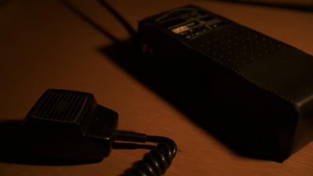 vídeos y material grabado en eventos de stock de walkie talkie - walkie talkie