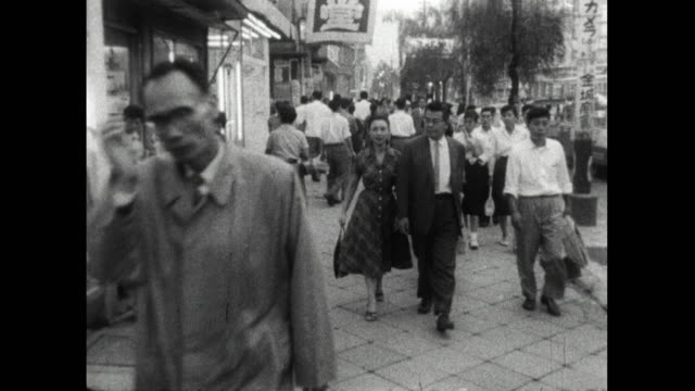 stockvideo's en b-roll-footage met pov walking along pavement with pedestrians in tokyo; 1959 - mid volwassen mannen