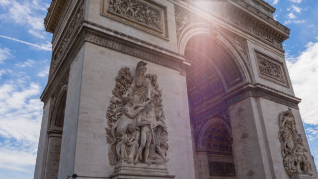 walking around arc de triomphe in paris - arco architettura video stock e b–roll