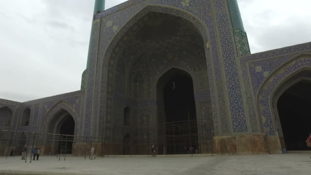 Walking around the Naghsh-e Jahan Mosque