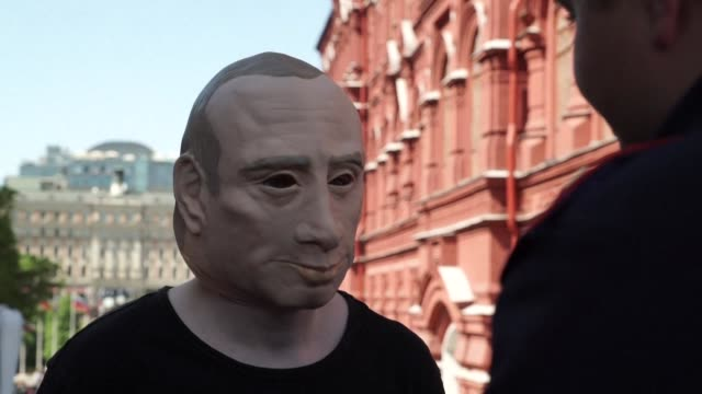 walking around the streets of moscow in a rubber mask of russian president vladimir putin roman roslovtsev is making a stand against a law that can... - protestor stock videos & royalty-free footage