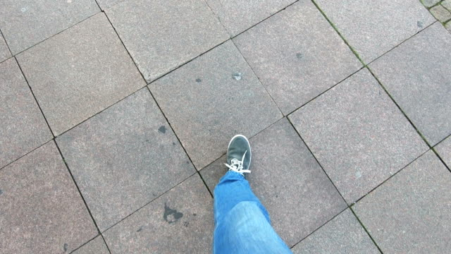 walking around - piastrella video stock e b–roll