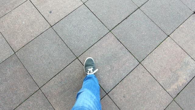 vidéos et rushes de se promener - jeans texture