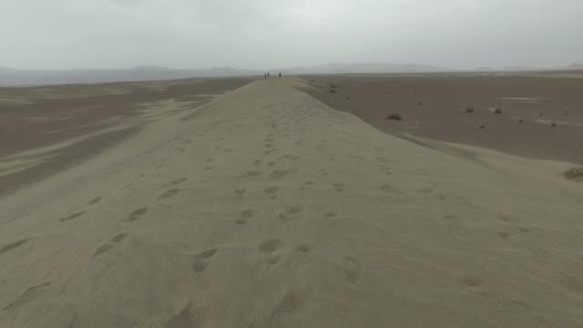 walking around yazd desert, iran - yazd province stock videos & royalty-free footage