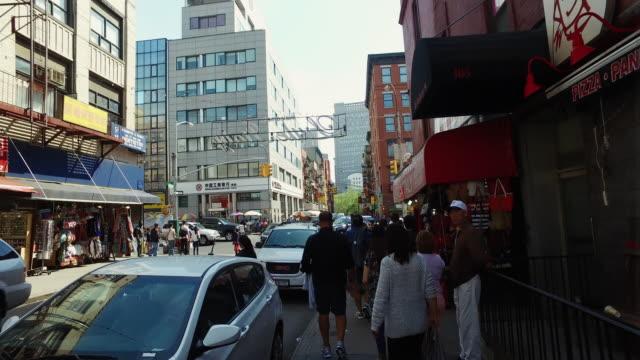 vídeos de stock, filmes e b-roll de caminhada de chinatown em nova york - bairro chinês