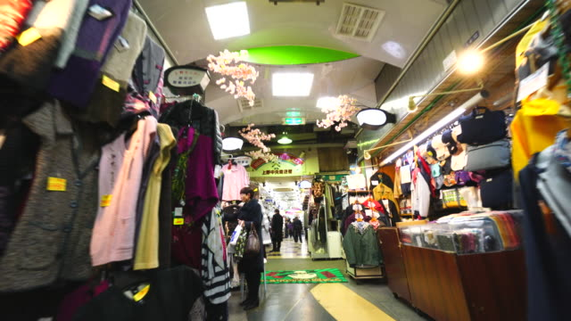 walking camera captures wide variety shops along the both side of ameyoko welcome mall, which are clothing, personal ornaments, shoes, cosmetics, bag, healthy goods, and more at in ueno, taito-ku tokyo. - japan stock-videos und b-roll-filmmaterial