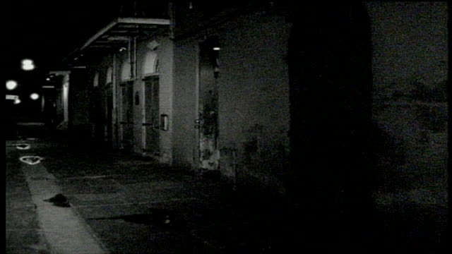 walking down empty alley way at night in new orleans - abwesenheit stock-videos und b-roll-filmmaterial