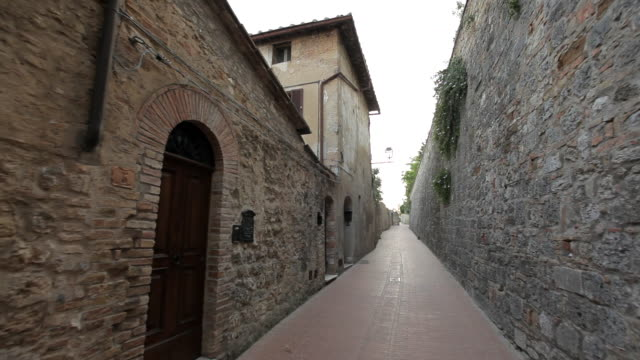 pov ws walking down narrow alley between buildings / tuscany, italy - narrow stock videos & royalty-free footage