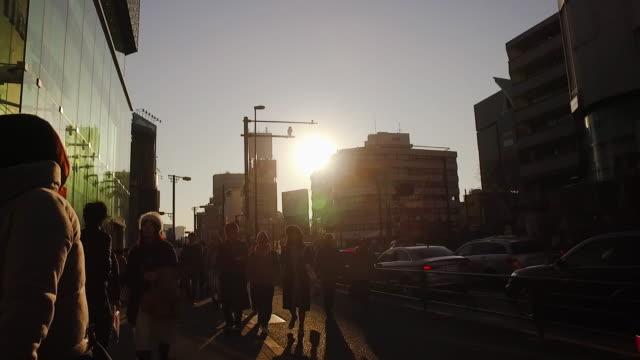 vídeos y material grabado en eventos de stock de pov,walking harajuku to shibuya in tokyo. - cámara en mano